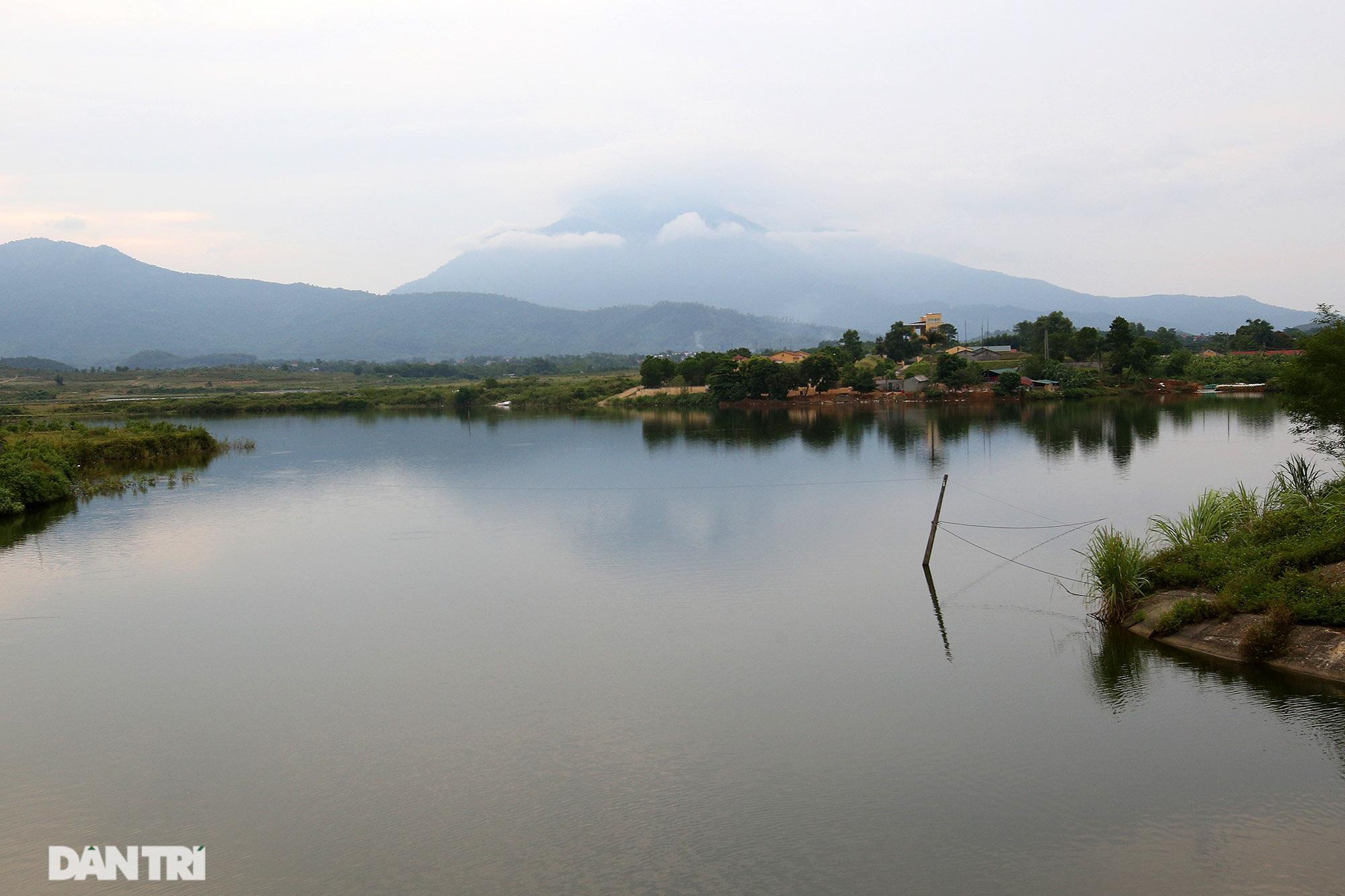 Núi thiêng gần Hà Nội đẹp mê mải nhìn từ muôn phương tám hướng - Ảnh 5.