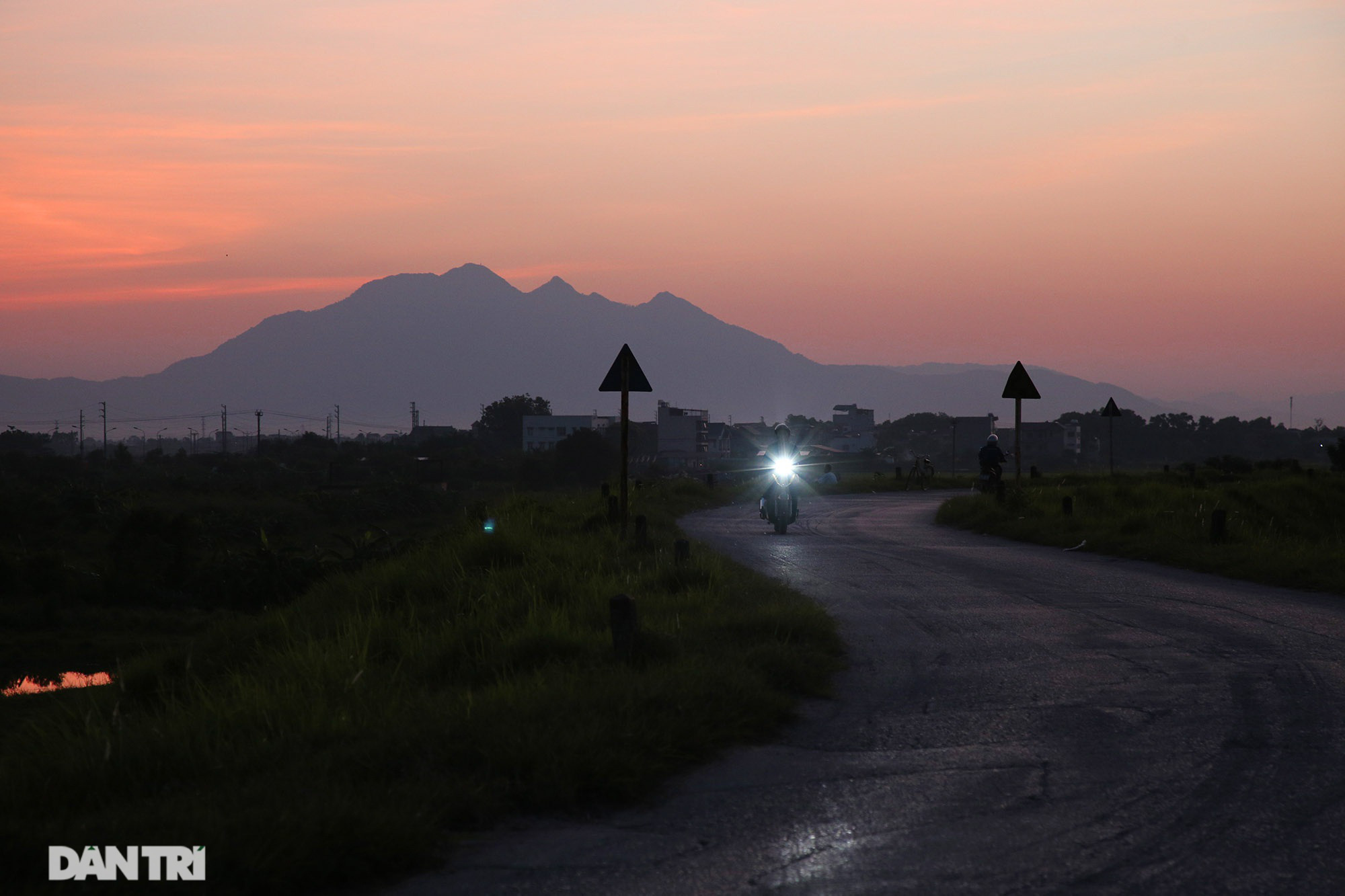 Núi thiêng gần Hà Nội đẹp mê mải nhìn từ muôn phương tám hướng - Ảnh 7.