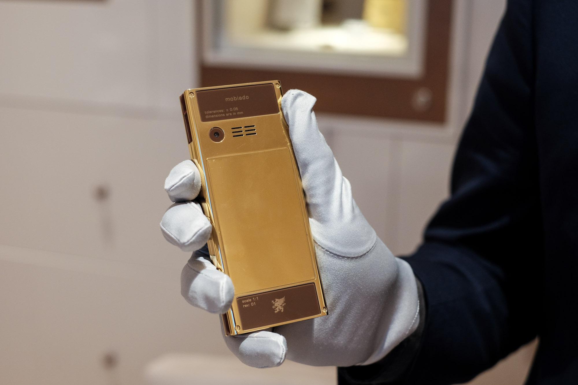 Ngắm nhìn điện thoại Mobiado hạng sang giá đắt nhất Việt Nam - Ảnh 10.