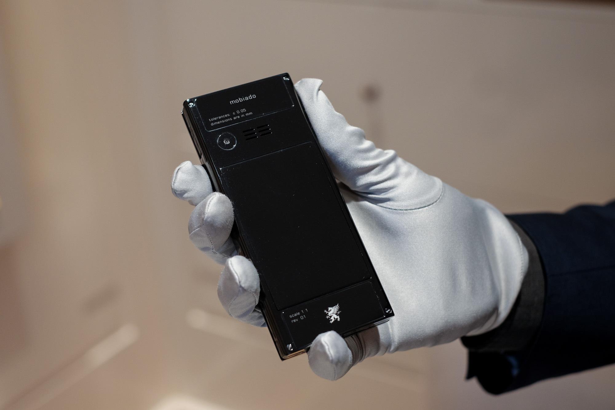Ngắm nhìn điện thoại Mobiado hạng sang giá đắt nhất Việt Nam - Ảnh 11.