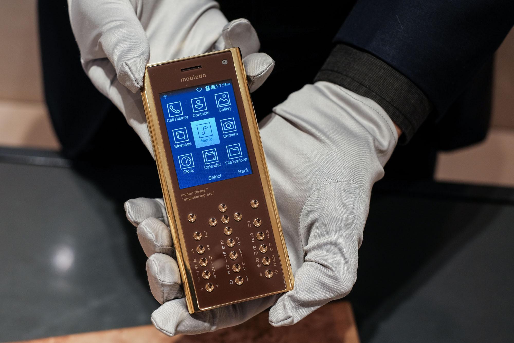 Ngắm nhìn điện thoại Mobiado hạng sang giá đắt nhất Việt Nam - Ảnh 13.