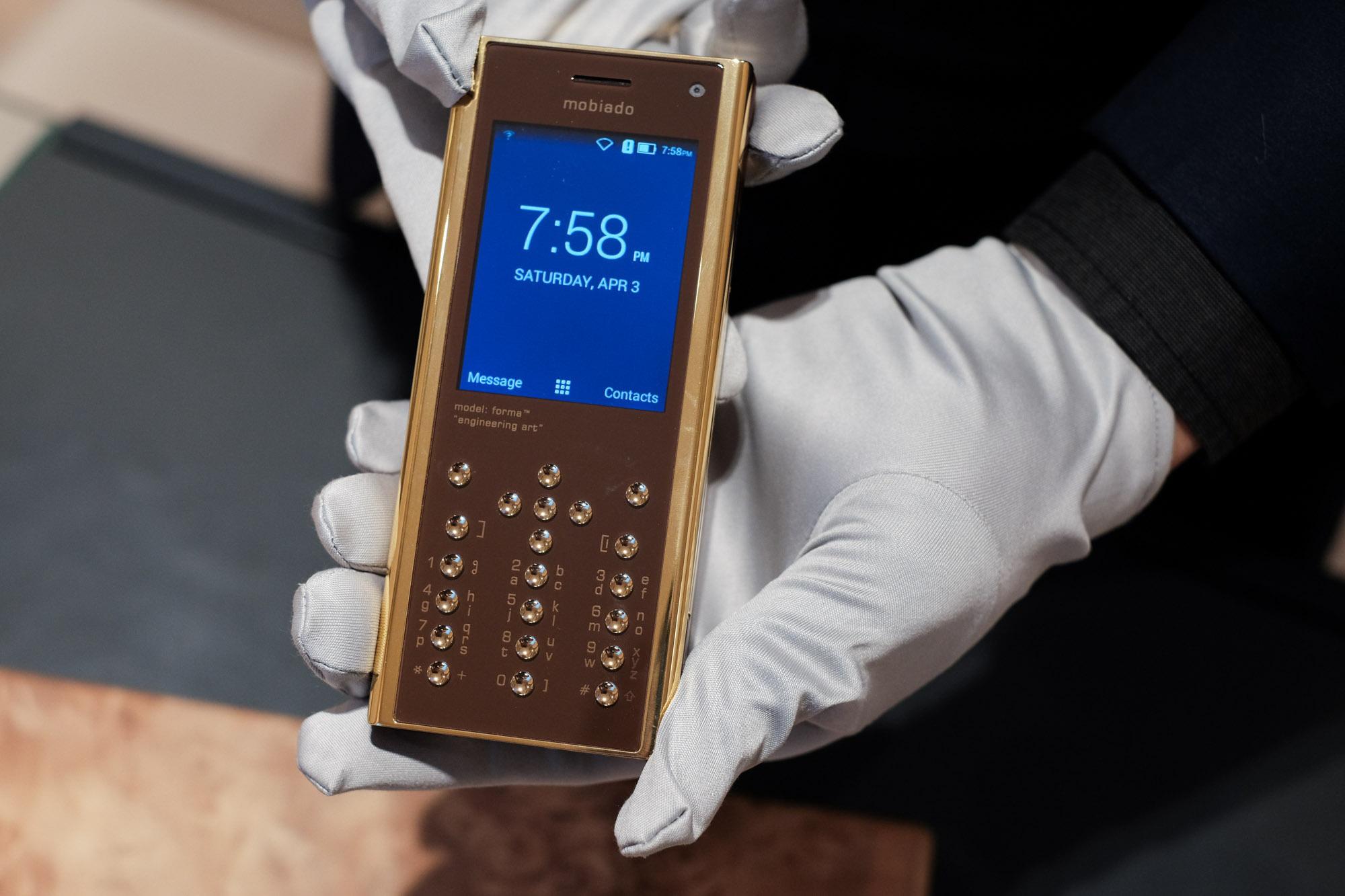 Ngắm nhìn điện thoại Mobiado hạng sang giá đắt nhất Việt Nam - Ảnh 1.
