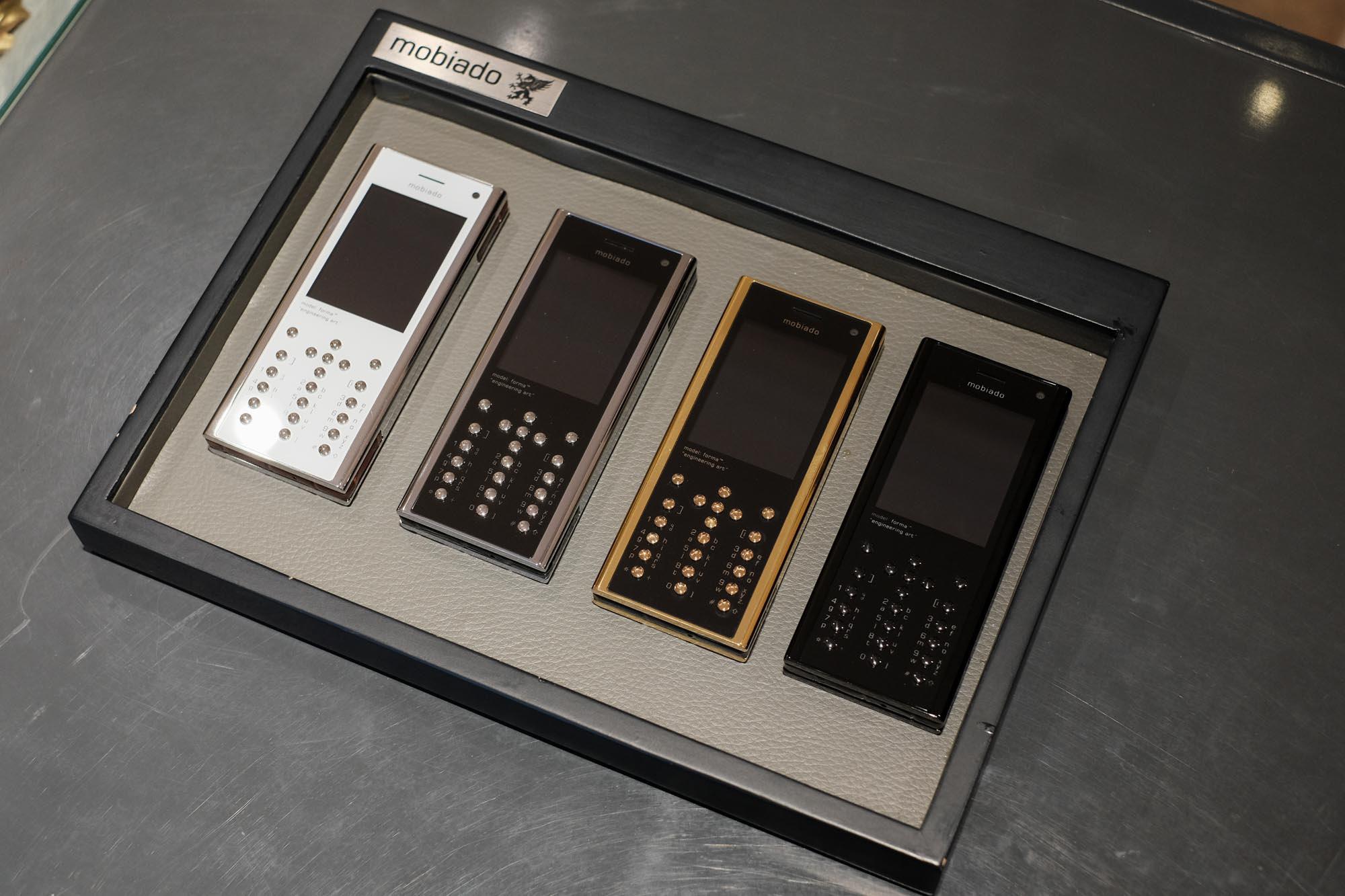 Ngắm nhìn điện thoại Mobiado hạng sang giá đắt nhất Việt Nam - Ảnh 2.