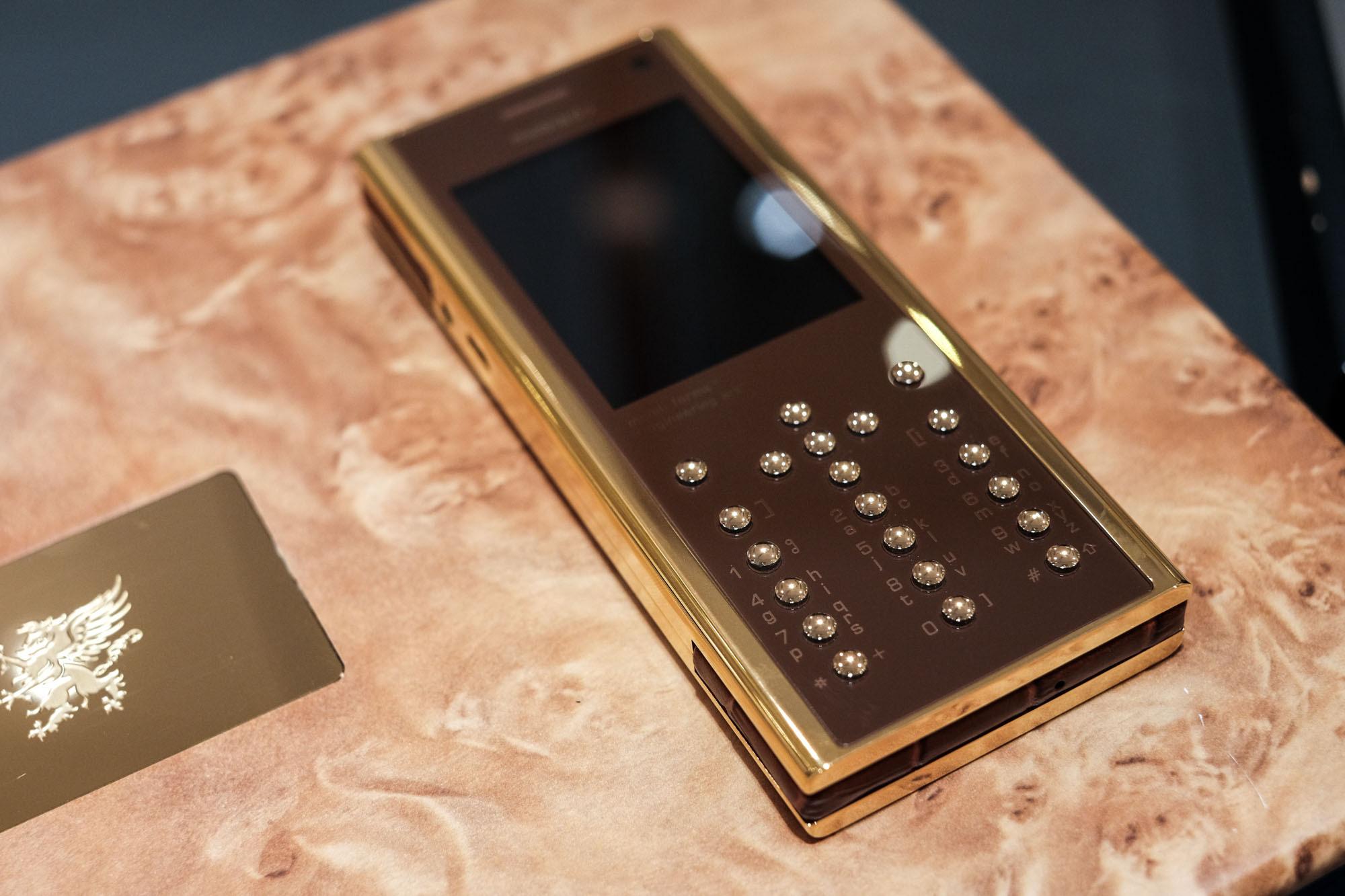 Ngắm nhìn điện thoại Mobiado hạng sang giá đắt nhất Việt Nam - Ảnh 3.