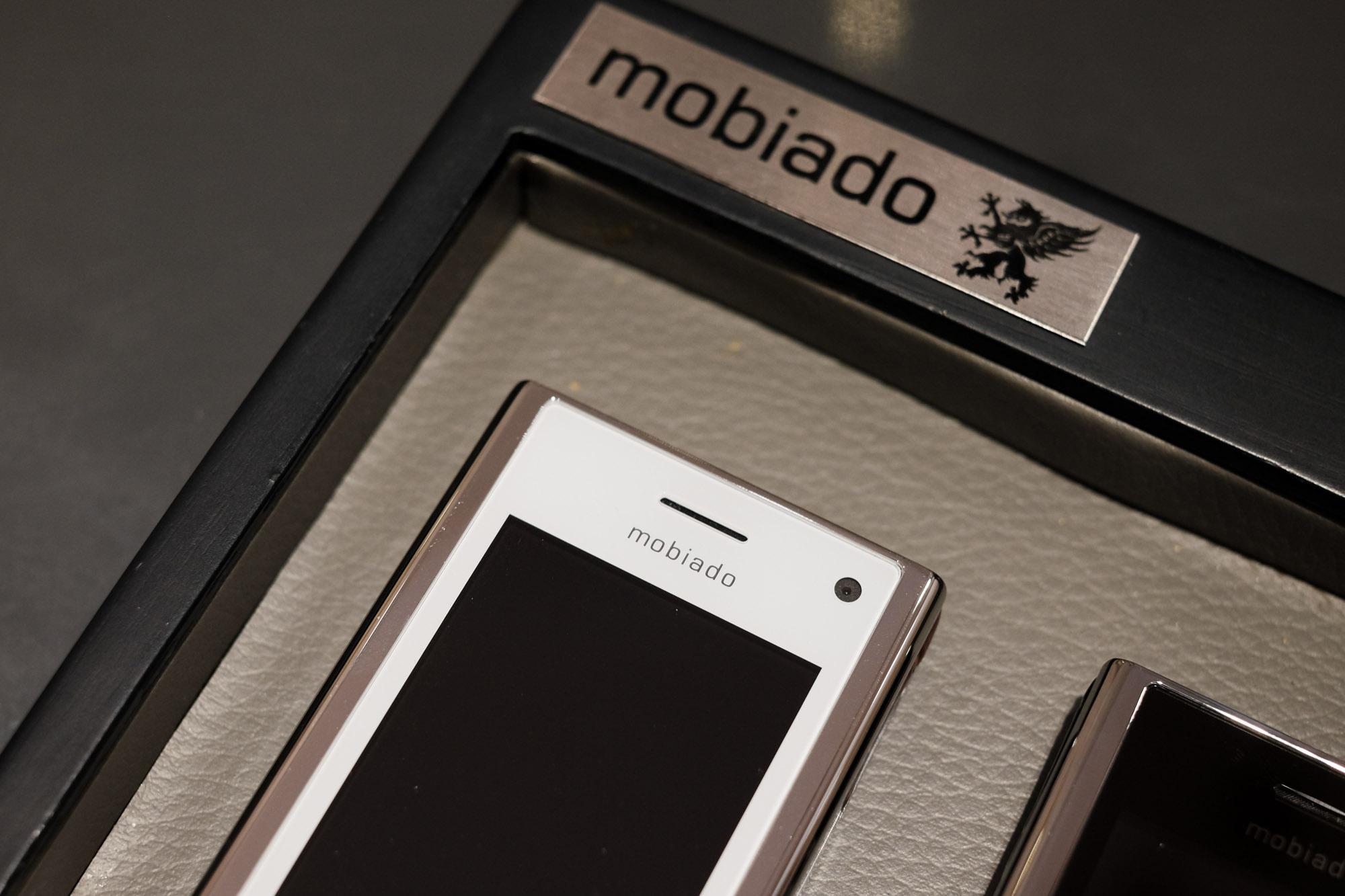 Ngắm nhìn điện thoại Mobiado hạng sang giá đắt nhất Việt Nam - Ảnh 7.