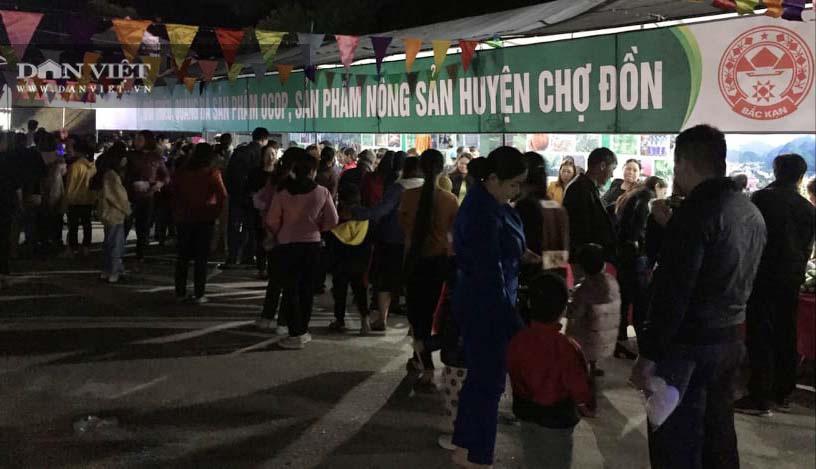Bắc Kạn: Tưng bừng chợ đêm ở vùng ATK - Ảnh 1.