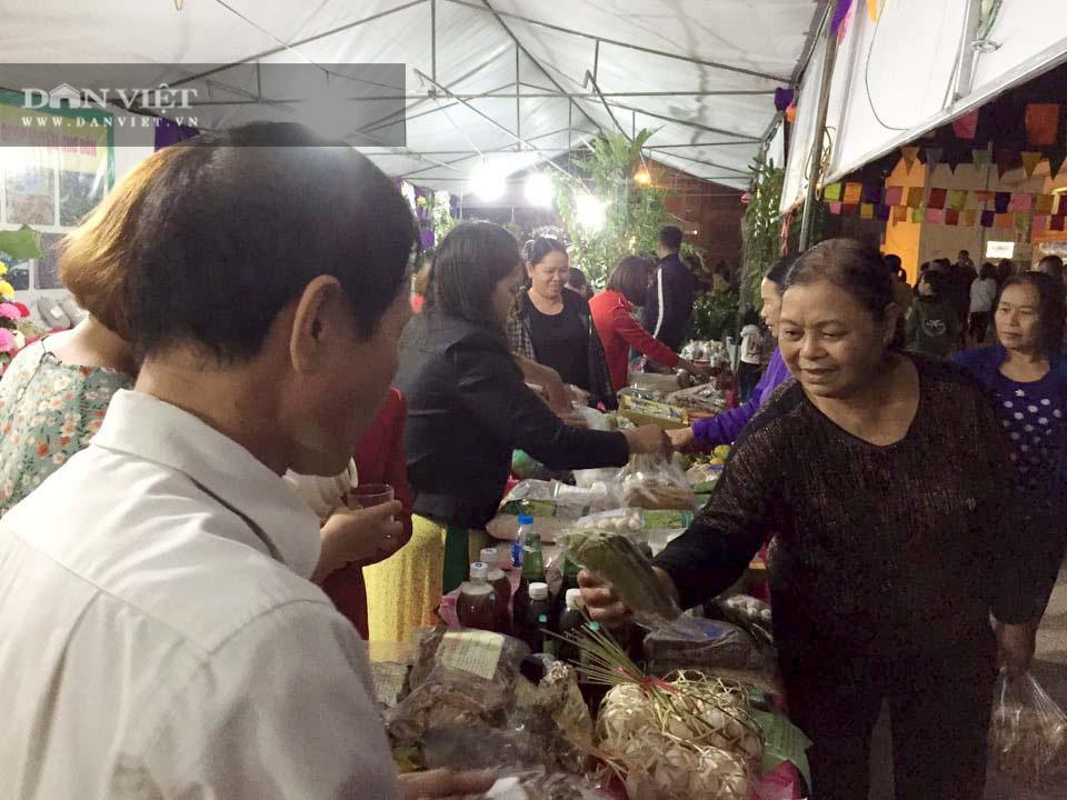 Bắc Kạn: Tưng bừng chợ đêm ở vùng ATK - Ảnh 2.