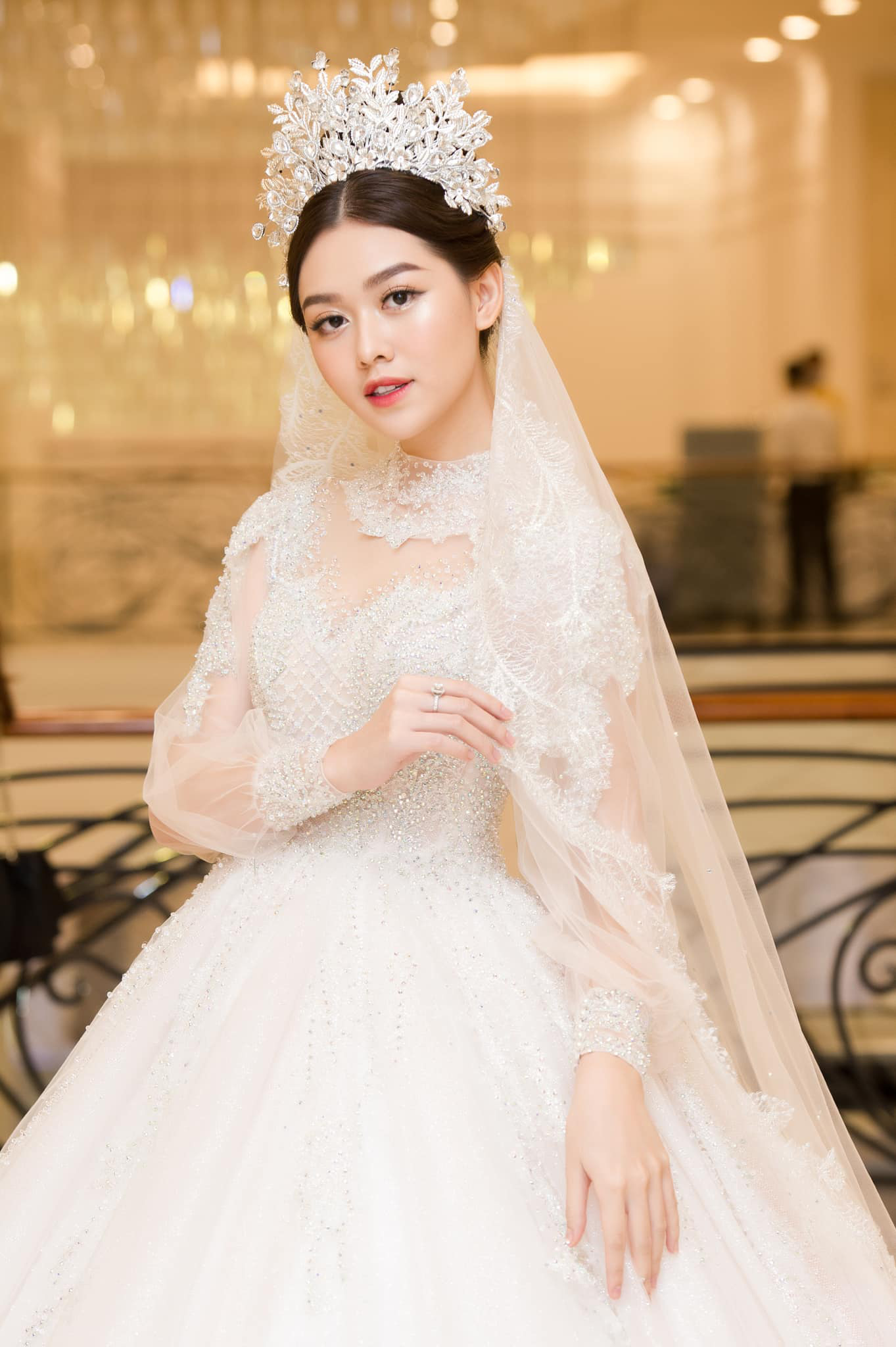 Bạn trai bí ẩn hơn 9 tuổi sắp kết hôn với Á hậu Tường San là ai? - Ảnh 1.