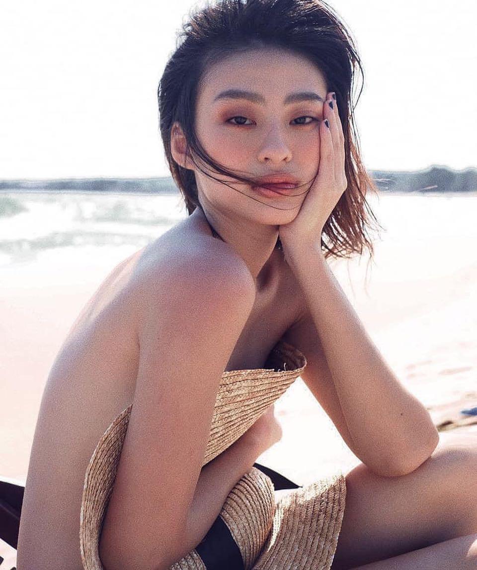 """Mẫu nữ gợi cảm được gọi tên cùng Sơn Tùng MTP trong danh sách """"100 gương mặt đẹp nhất thế giới"""" là ai? - Ảnh 2."""