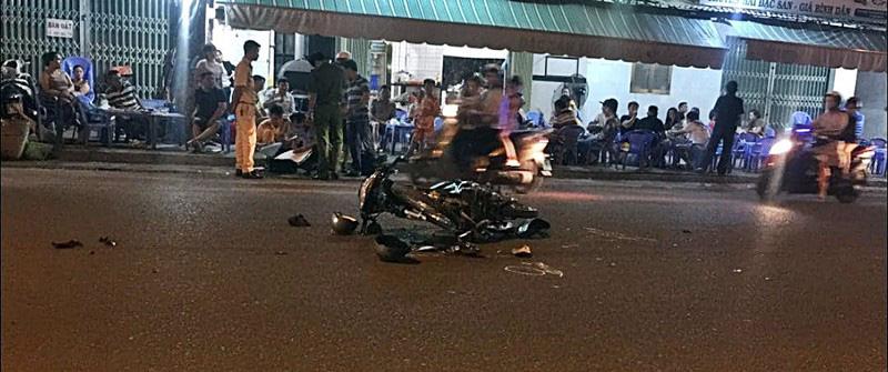 Diễn phun lửa trước quán nhậu để bán hàng cho khách, thiếu nữ 18 tuổi bị xe tông tử vong - Ảnh 2.