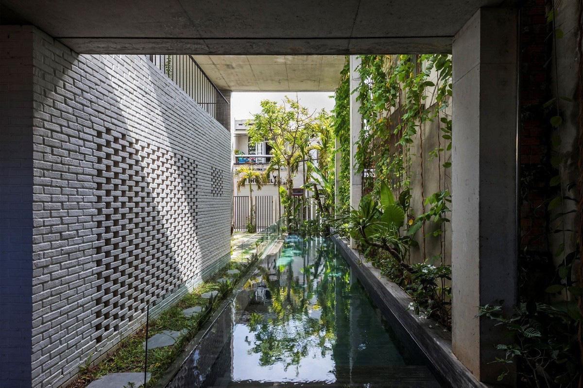 Ngôi nhà tại Việt Nam có 7 bậc thang trồng rau trên mái được quốc tế vinh danh - Ảnh 10.