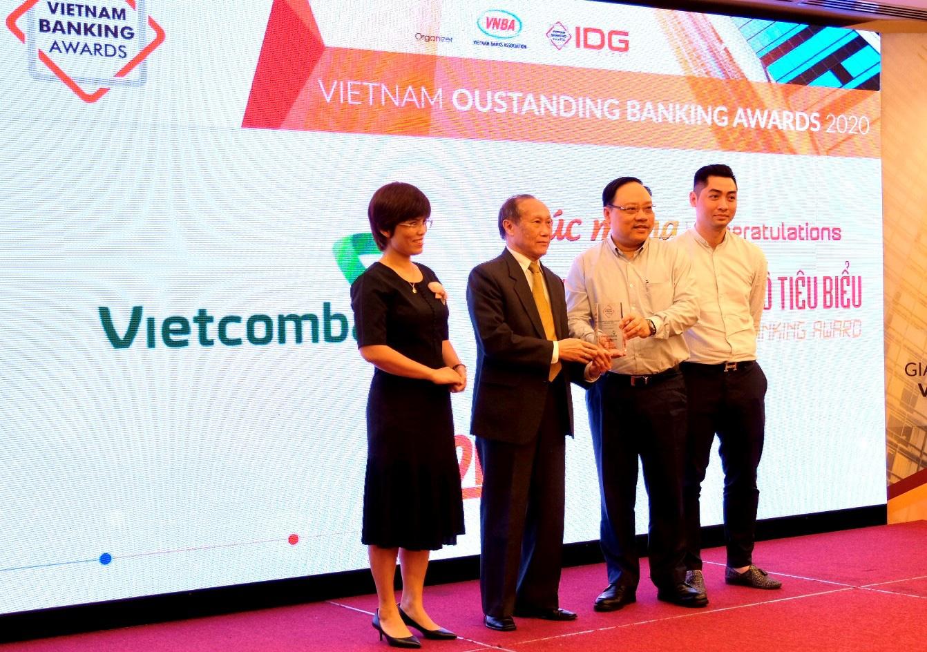 Vietcombank được vinh danh là Ngân hàng chuyển đổi số tiêu biểu năm 2020 - Ảnh 1.