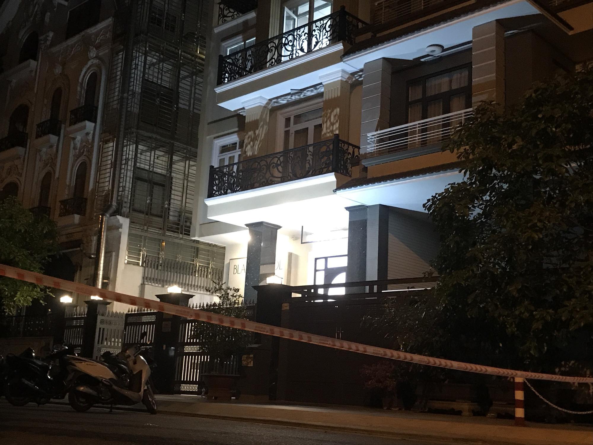 ẢNH-CLIP: Cảnh sát phong tỏa nơi phát hiện thi thể người trong vali - Ảnh 2.