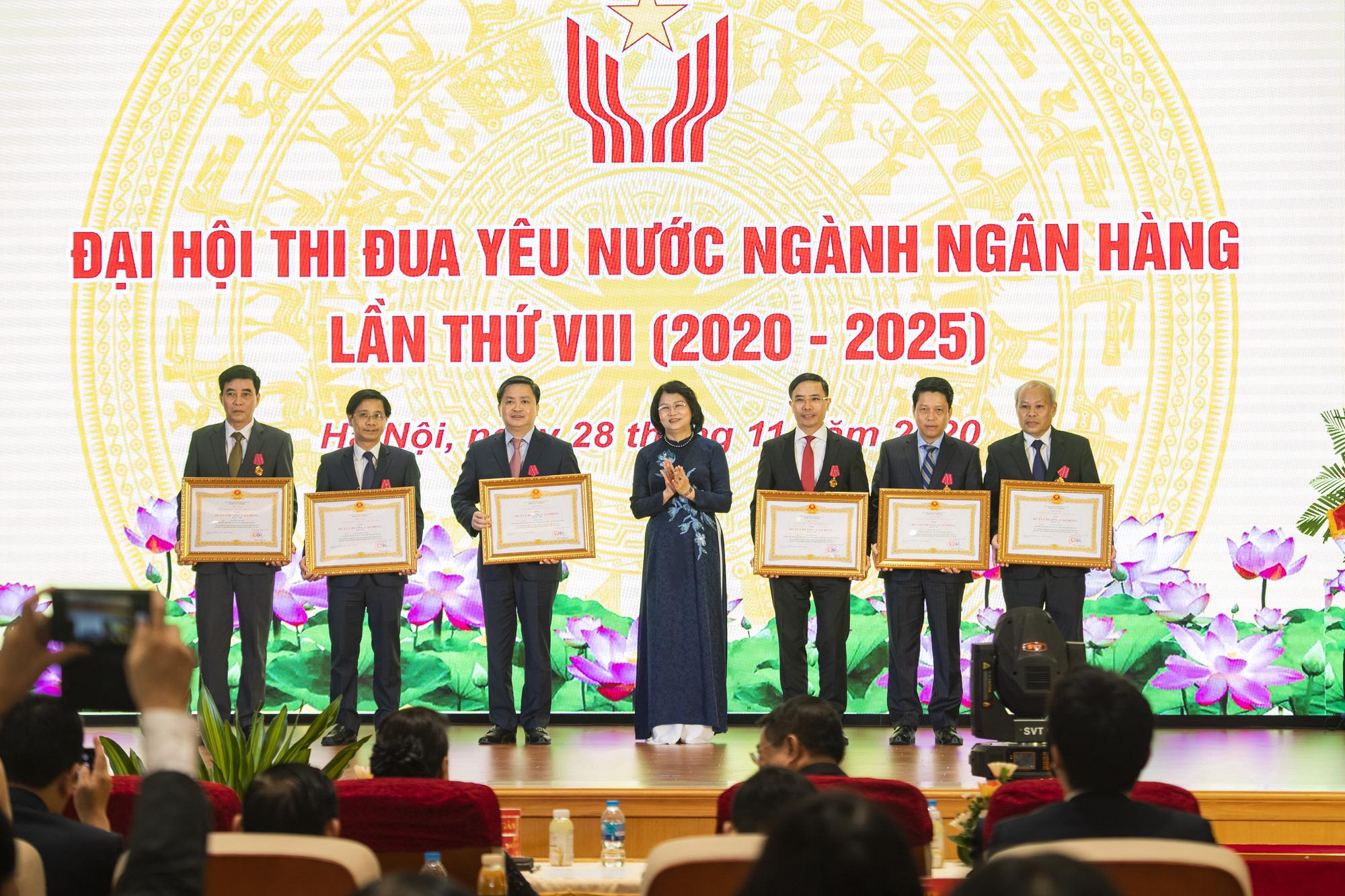 """Chủ tịch Quốc hội Nguyễn Thị Kim Ngân: """"Nhiệm vụ của ngành ngân hàng còn rất nặng nề"""" - Ảnh 3."""