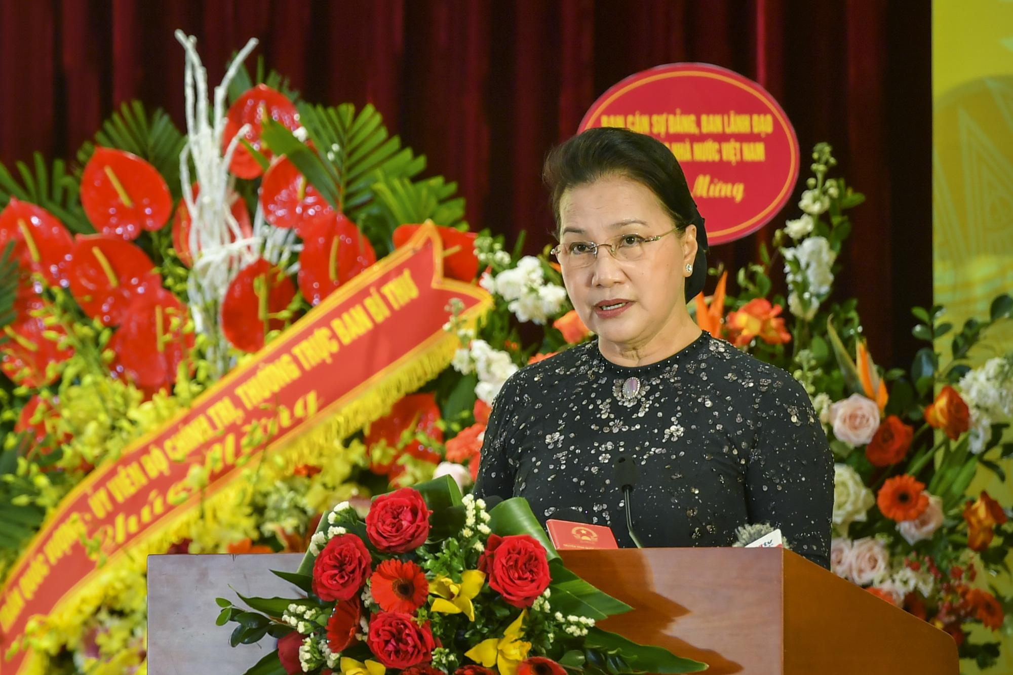 """Chủ tịch Quốc hội Nguyễn Thị Kim Ngân: """"Nhiệm vụ của ngành ngân hàng còn rất nặng nề"""" - Ảnh 4."""