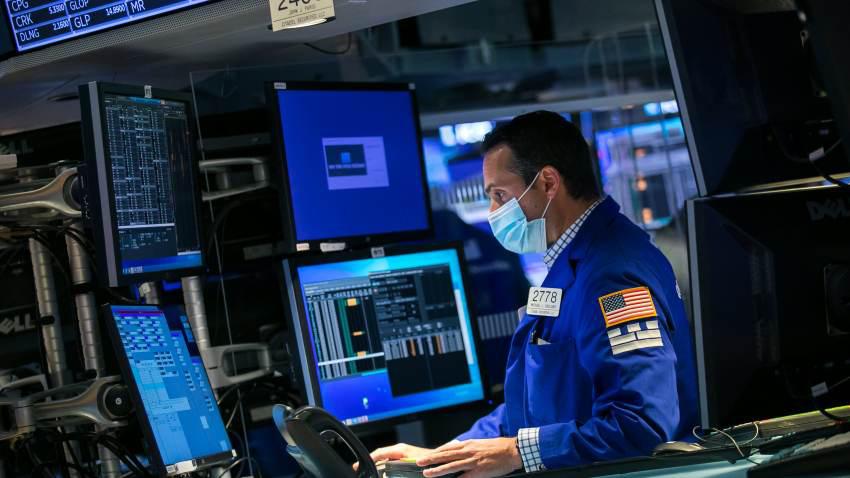S&P 500 lập đỉnh kỷ lục mới trong phiên giao dịch cuối tuần - Ảnh 1.