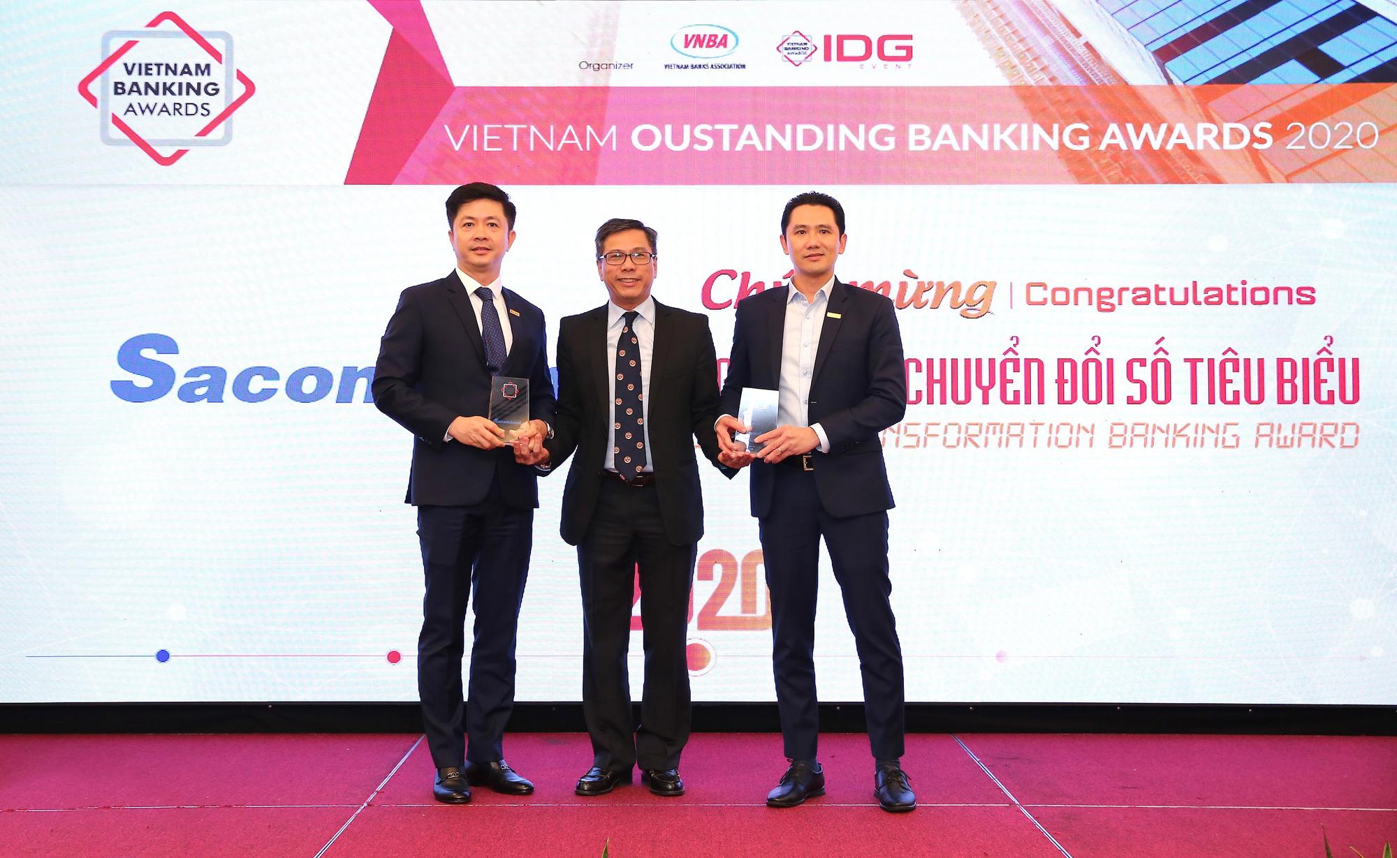 Sacombank nhận 2 giải thưởng về bán lẻ và chuyển đổi số - Ảnh 1.