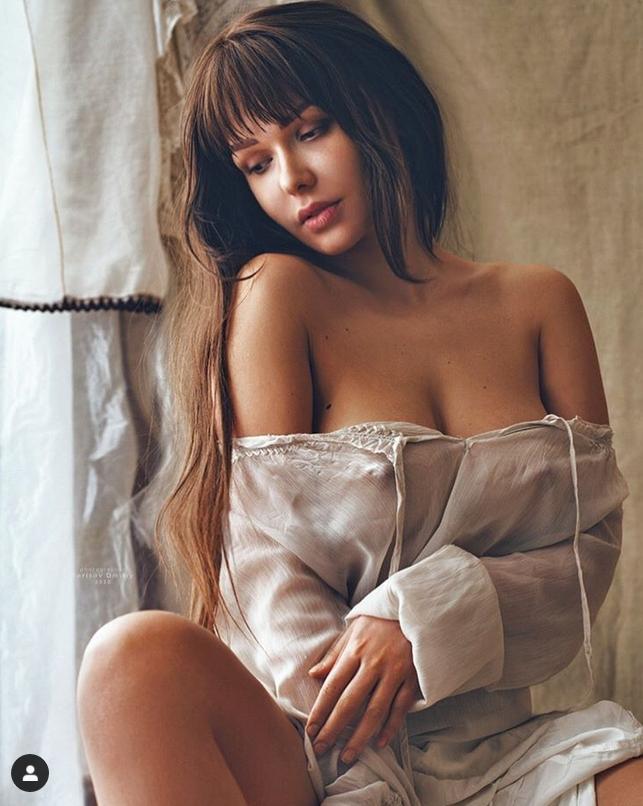 """Siêu mẫu Playboy ủng hộ đội trưởng ĐT Nga """"tự sướng"""" - Ảnh 1."""