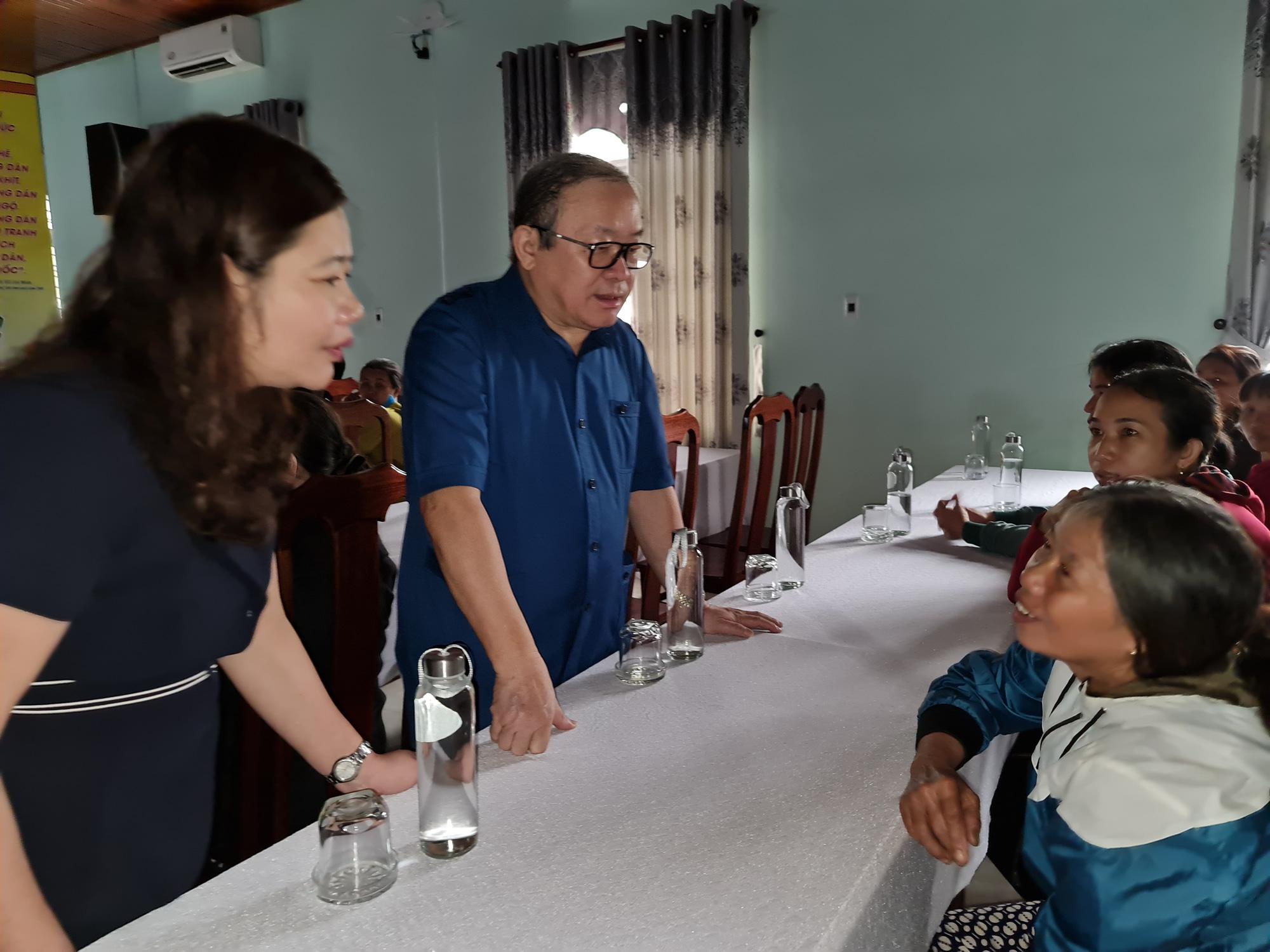Chủ tịch TƯ Hội Nông dân Việt Nam trao 1.543 bộ đồ dùng thiết yếu cho nữ hội viên Quảng Nam - Ảnh 3.