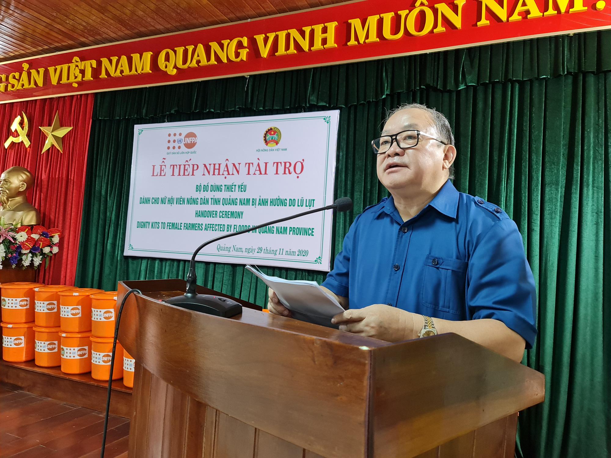 Chủ tịch TƯ Hội Nông dân Việt Nam trao 1.543 bộ đồ dùng thiết yếu cho nữ hội viên Quảng Nam - Ảnh 1.