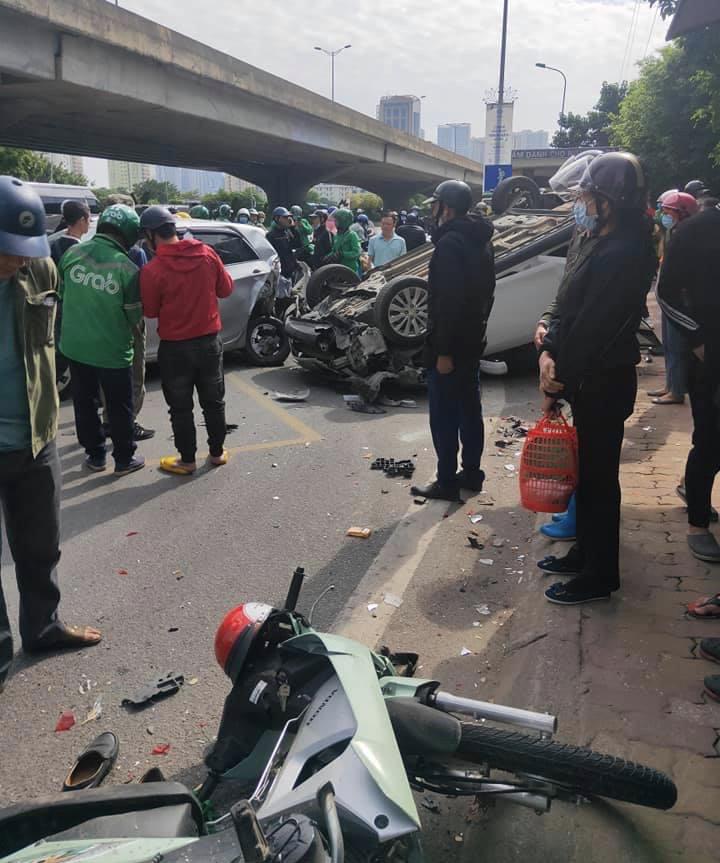 Tai nạn giao thông liên hoàn trên đường Phạm Hùng, 4 người bị thương - Ảnh 1.