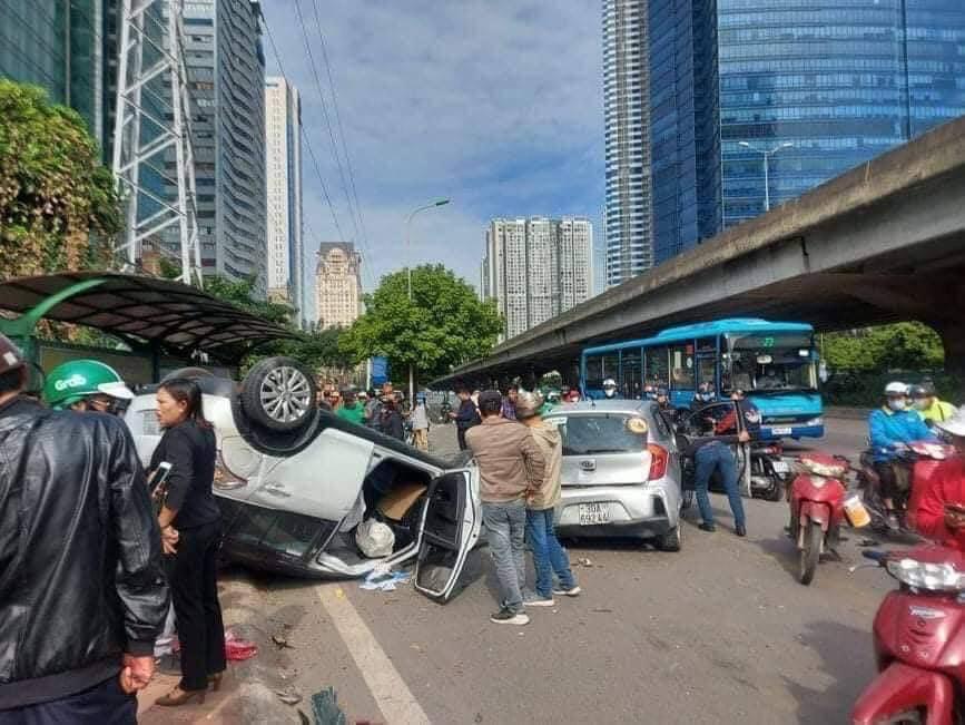 Tai nạn giao thông liên hoàn trên đường Phạm Hùng, 4 người bị thương - Ảnh 3.