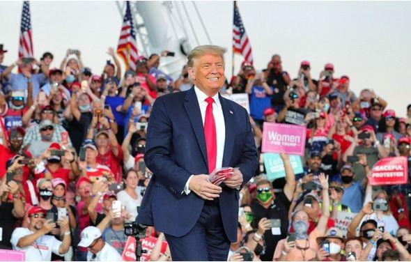 """Bầu cử Mỹ: Trump tung số liệu báo hiệu chiến thắng, Biden lo """"toát mồ hôi"""" - Ảnh 1."""