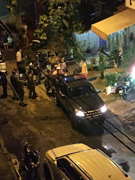 Bắt bị can cầm đầu nhóm chém thanh niên lìa cánh tay ở TPHCM ở Phú Quốc - Ảnh 2.