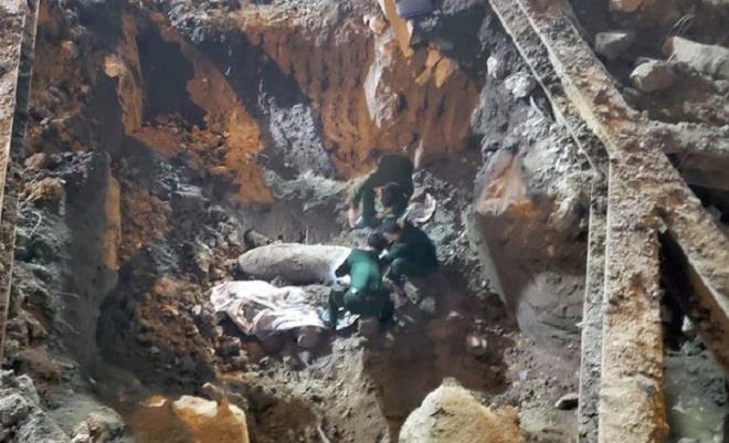 Trụ sở cạnh quả bom mới phát hiện ở Hà Nội, EVN cho nhân viên làm việc online - Ảnh 1.