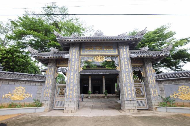 Sóc Trăng: Ngôi chùa đá đặc biệt ở miền Tây, trong chùa là những tượng phật bằng đá đen - Ảnh 1.