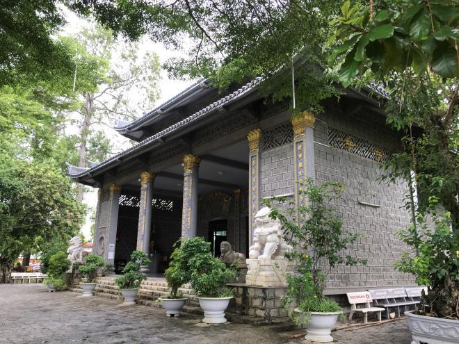 Sóc Trăng: Ngôi chùa đá đặc biệt ở miền Tây, trong chùa là những tượng phật bằng đá đen - Ảnh 3.