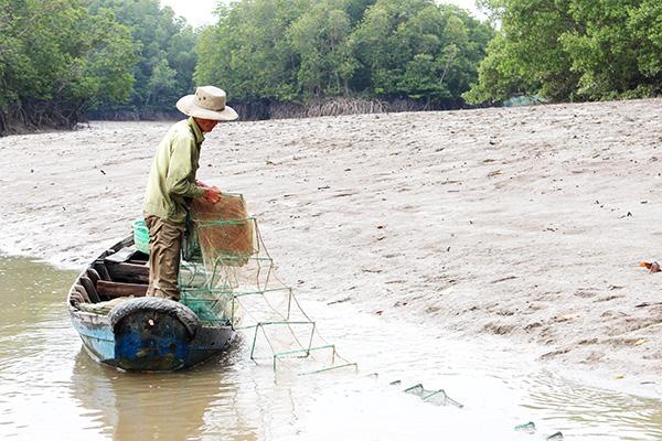 """Nhớ tháng 3 ra sông Đồng Nai bắt sản vật: Loài tôm tít """"nữ hoàng"""" to chà bá, con chem chép vàng như tóp mỡ - Ảnh 6."""