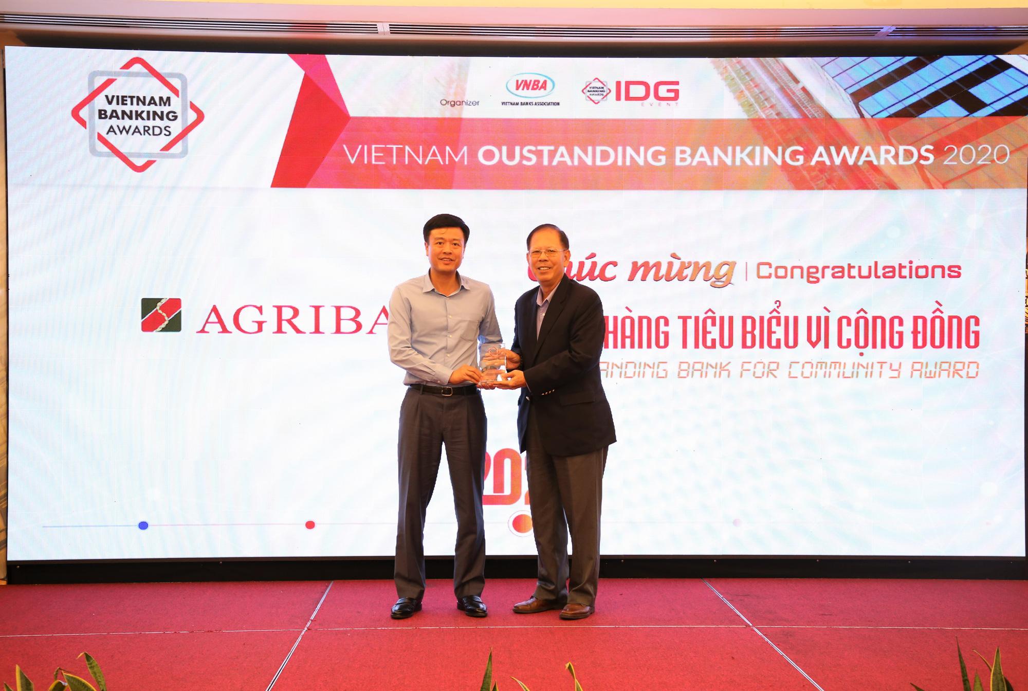 Agribank được vinh danh 2 giải thưởng Ngân hàng Việt Nam tiêu biểu 2020 - Ảnh 2.