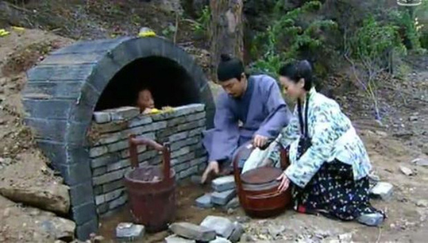 """Phong tục tang lễ tàn khốc nhất Trung Quốc: """"Chôn sống"""" cha mẹ già - Ảnh 2."""