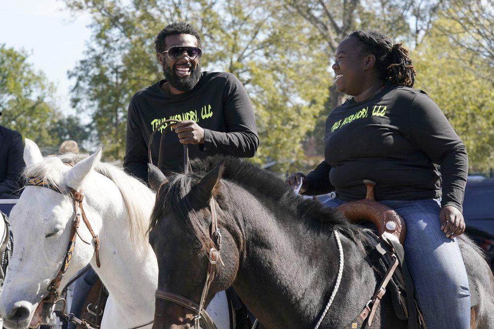 Cưỡi ngựa đi bỏ phiếu trong ngày bầu cử tổng thống Mỹ - Ảnh 5.