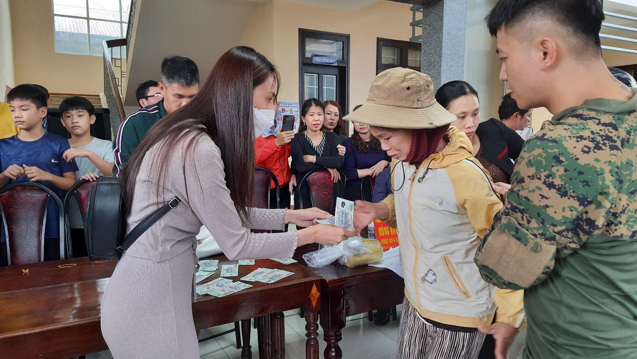 Thuỷ Tiên quay lại Quảng Trị hỗ trợ người dân bị ảnh hưởng lũ lụt - Ảnh 5.