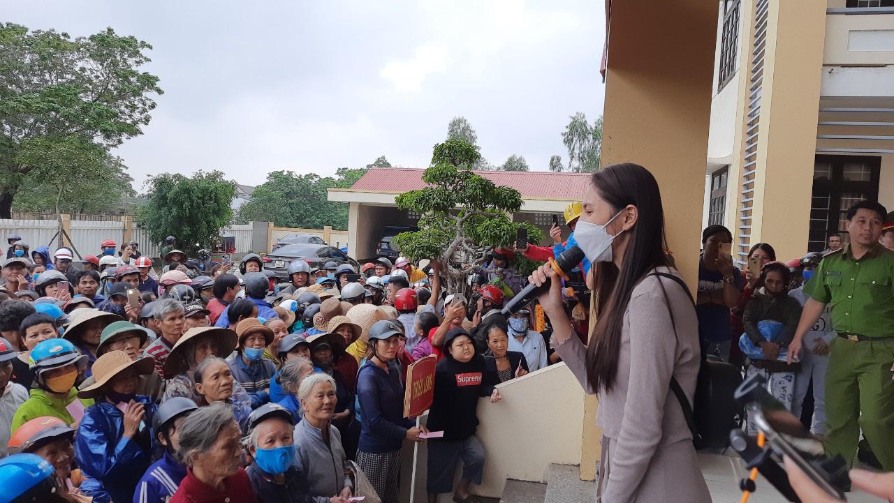 Thuỷ Tiên quay lại Quảng Trị hỗ trợ người dân bị ảnh hưởng lũ lụt - Ảnh 1.