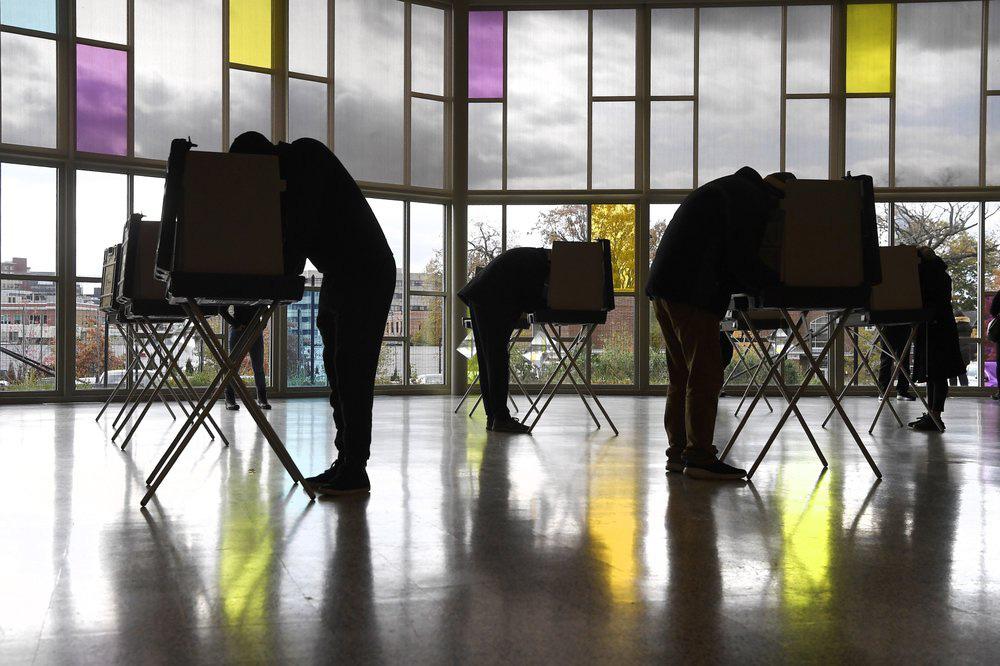 Cưỡi ngựa đi bỏ phiếu trong ngày bầu cử tổng thống Mỹ - Ảnh 9.