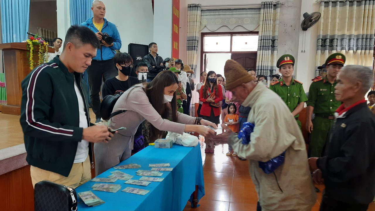 Thuỷ Tiên quay lại Quảng Trị hỗ trợ người dân bị ảnh hưởng lũ lụt - Ảnh 7.