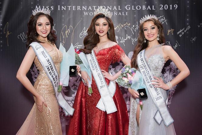 Vẻ gợi cảm của Nguyễn Mỹ Huyền - chân dài bóng chuyền Việt Nam đoạt giải Hoa hậu quốc tế - Ảnh 1.