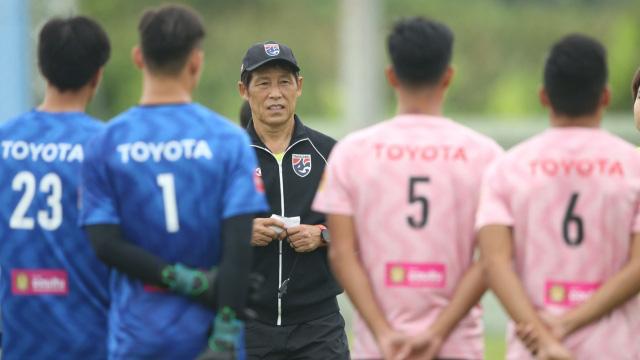 Tin sáng (6/11): Quyết đấu ĐT Việt Nam, HLV Nishino dùng đội hình lạ cho ĐT Thái Lan - Ảnh 1.