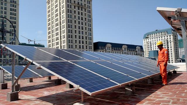 TP.HCM sẽ lắp điện mặt trời trên mái trụ sở cơ quan hành chính công - Ảnh 1.