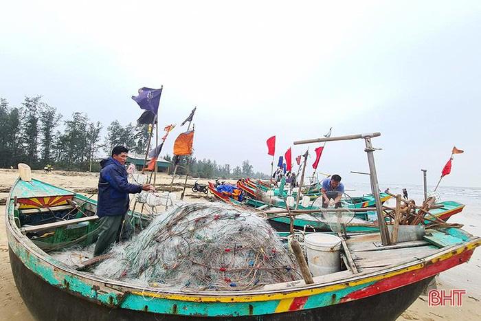 Hà Tĩnh: Tổ dân phố này ra biển đánh bắt, bất ngờ trúng loài cá này ví như lộc biển, thương lái tranh nhau mua - Ảnh 8.