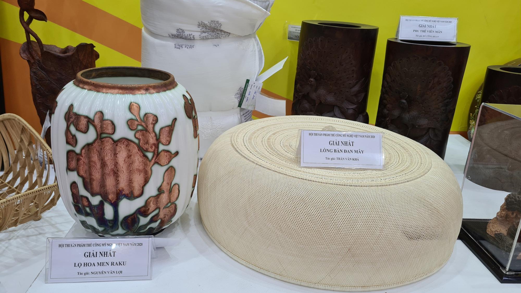 Lọ hoa men Raku là men gì mà được tôn vinh tại Hội thi sản phẩm thủ công mỹ nghệ năm 2020? - Ảnh 2.