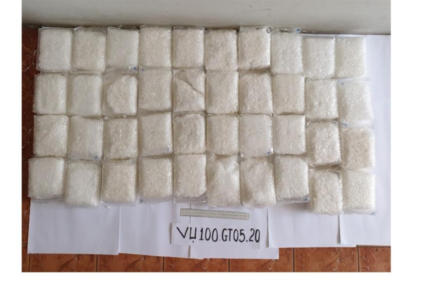 An Giang: Đề nghị truy tố 2 bị can trong vụ vận chuyển gần 40kg ma túy tổng hợp qua biên giới - Ảnh 2.