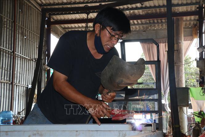 Đồng Tháp: Một nông dân sáng chế ra hàng loạt máy nông nghiệp chưa từng có ở Việt Nam, bán ra cả nước ngoài - Ảnh 1.