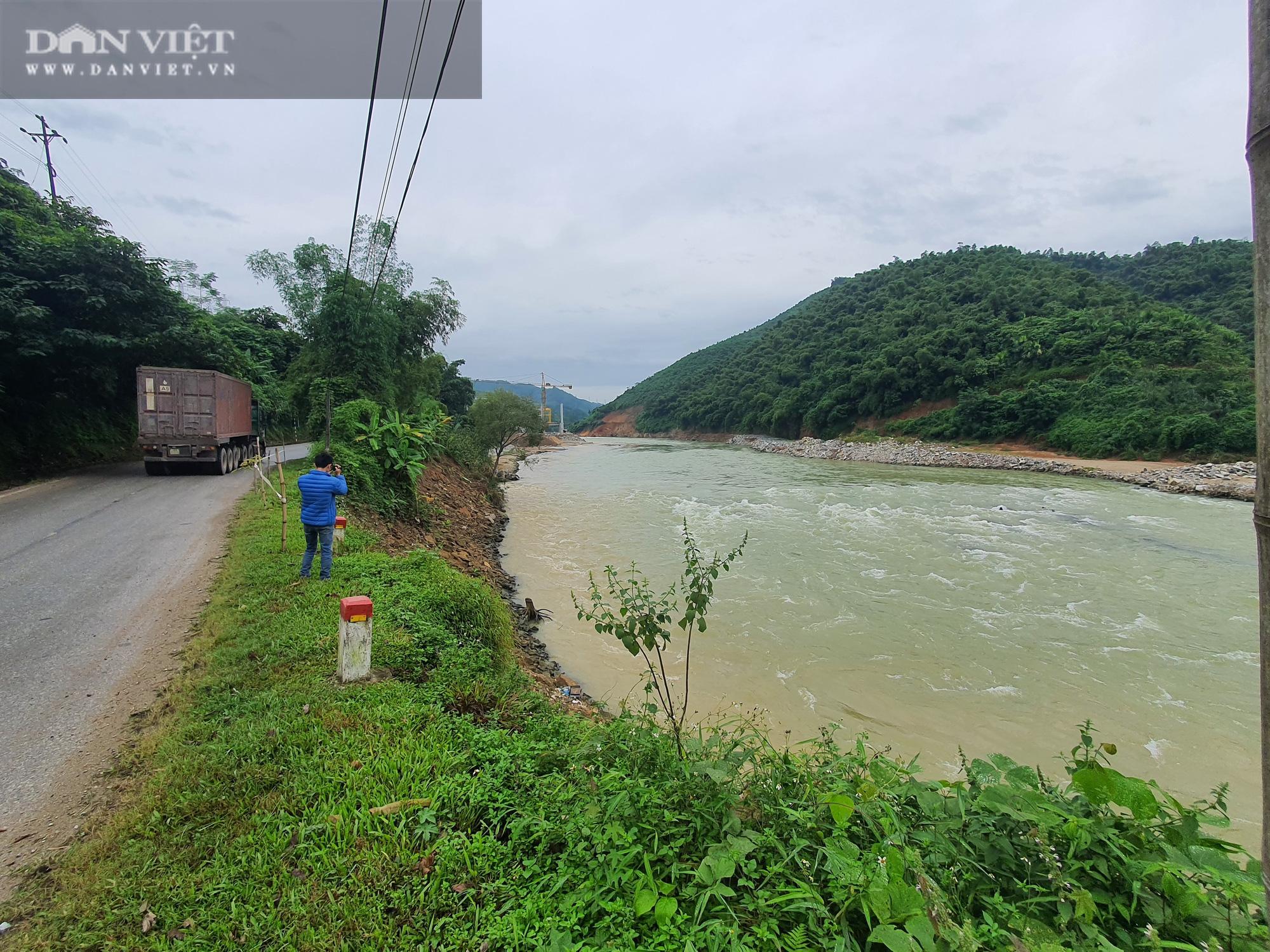 Thủy điện nhỏ tiềm ẩn hiểm họa lớn (Bài 3): Thủy điện gây sạt lở và ô nhiễm nguồn nước - Ảnh 1.