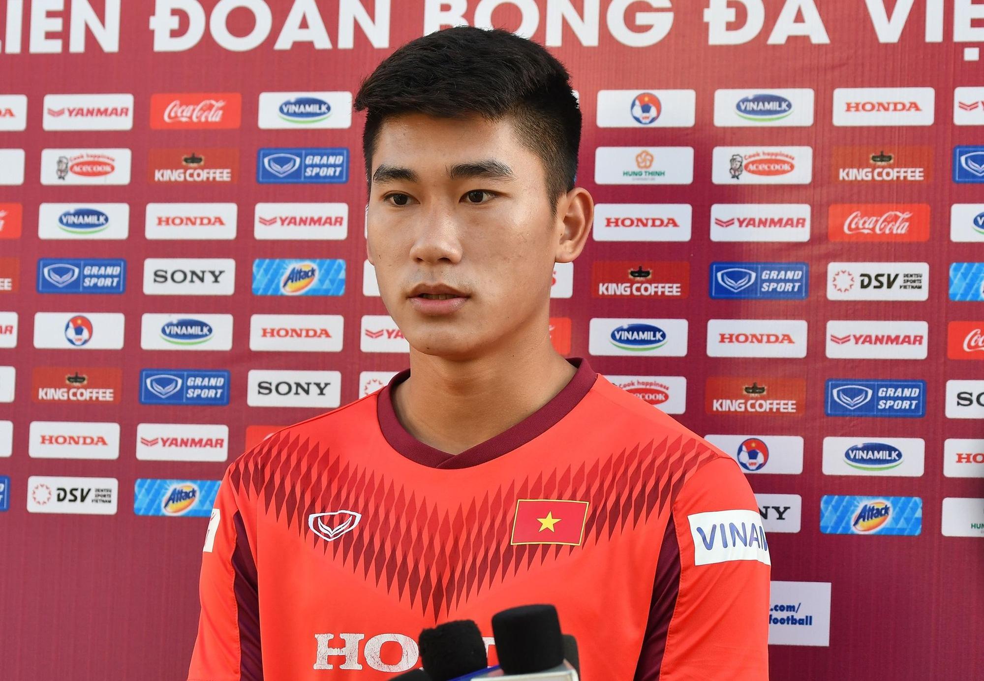 Vì sao tiền đạo Viettel được HLV Park Hang-seo thử nghiệm đá trung vệ? - Ảnh 2.