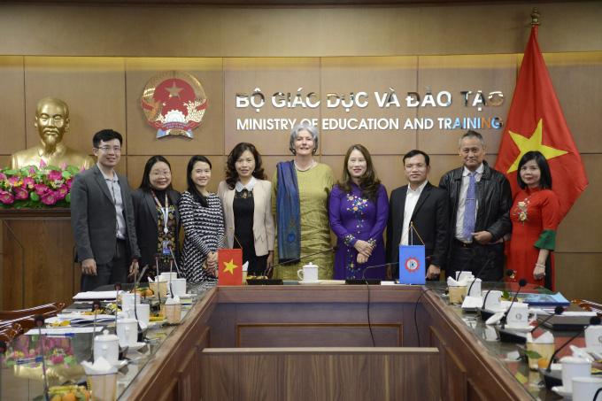 Học sinh tiểu học Việt Nam đứng đầu 6 nước ASEAN về môn Toán, Đọc hiểu và viết - Ảnh 1.