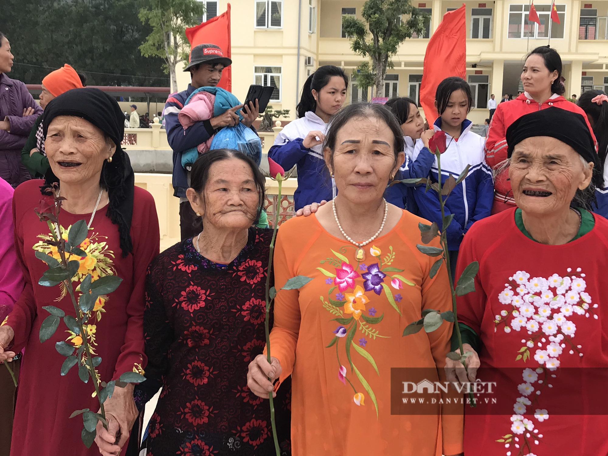Hàng nghìn người đón hoa hậu Đỗ Thị Hà về thăm quê - Ảnh 5.